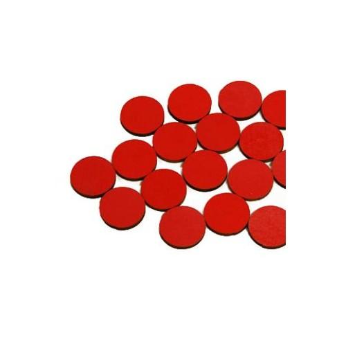 Sada 55 červených dřevěných žetonů