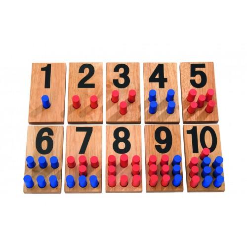 Dřevěné číselné karty s kolíky