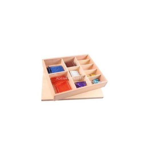 Krabička s krátkými perlovými řetězy